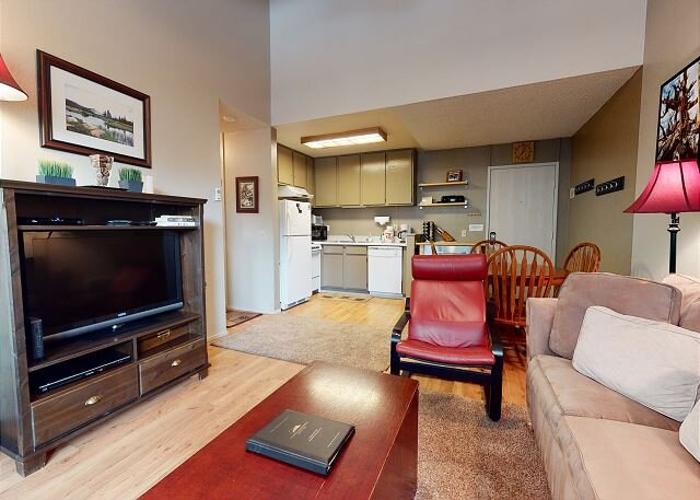 Pet Friendly, On Free Shuttle Route, Summer Complex Amenities, holiday rental in Mammoth Lakes