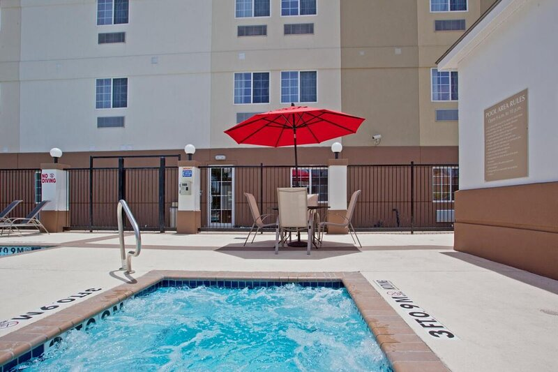 Two Family-Friendly Units, Kitchen, Pool, Hot Tub, vacation rental in Clodine