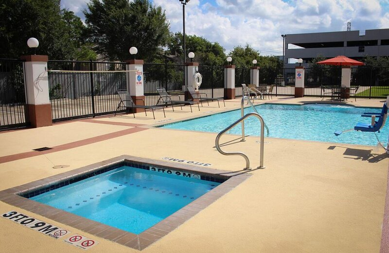 Family and Friends Getaway! 3 Units, Kitchen, Pool, vacation rental in Clodine