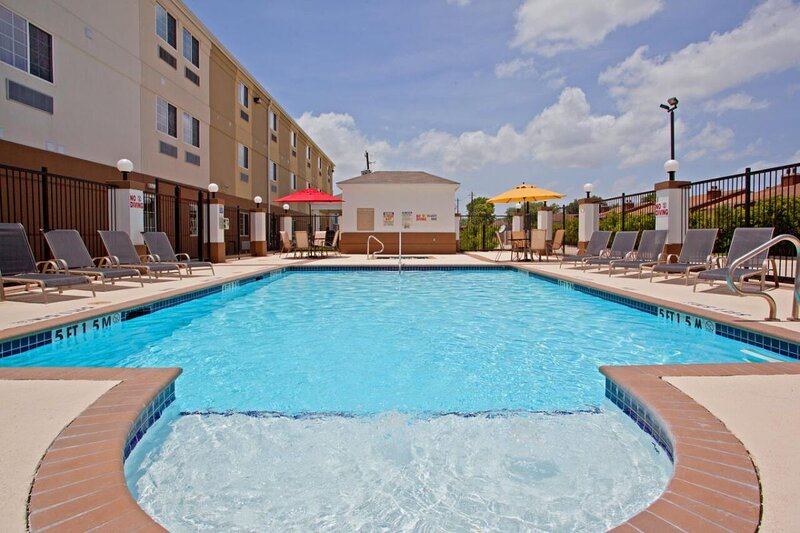 Family Vacay! Clean and Spacious Units, Full Kitchen, Pool, Hot Tub, vacation rental in Clodine