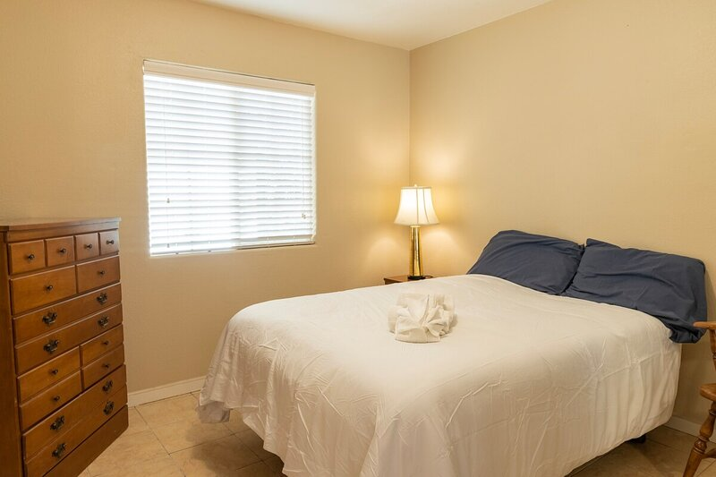 Charming 2-Bedroom in East Palo Alto, vacation rental in East Palo Alto