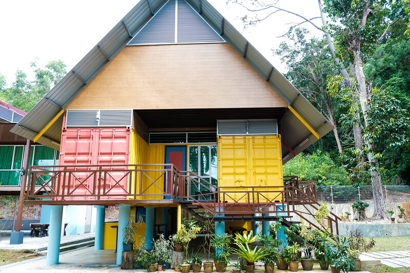 Private and Luxurious Cabin-inspired Villa in the Forest | 1.5 hr drive from KL, alquiler de vacaciones en Port Dickson