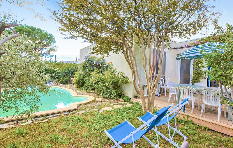 Stunning home in Avignon with Outdoor swimming pool, WiFi and 4 Bedrooms (FPV739, Ferienwohnung in Montfavet
