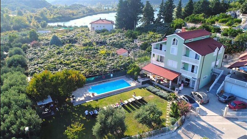 Apartment Pero, holiday rental in Bacina