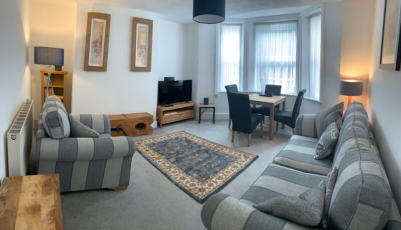 Comfortable, stylish flat just a stroll from the beach, casa vacanza a Hastings