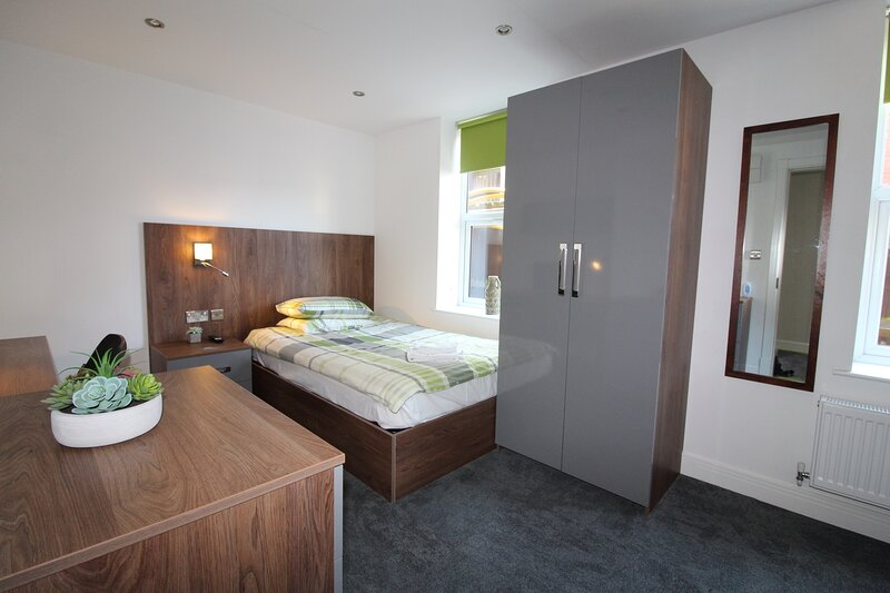 Victoria House Double Deluxe Standard Studio 107, holiday rental in Coventry