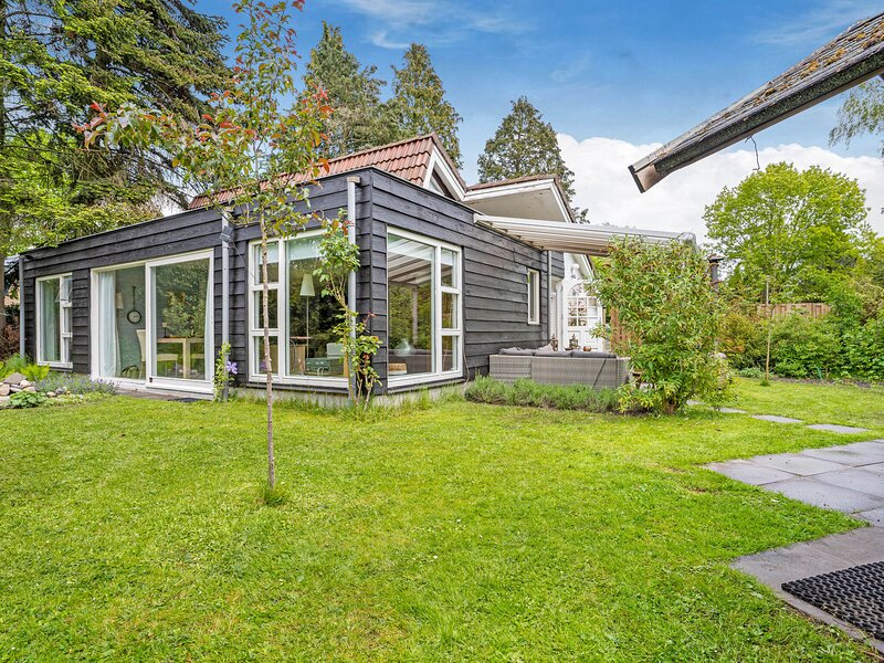 Lovely Holiday Home in Balkbrug with Jacuzzi and Garden, Ferienwohnung in Punthorst
