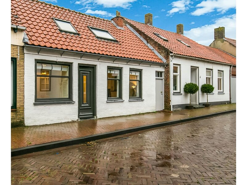 Charming Holiday Home in Groede with Garden, vakantiewoning in Sint-Margriete