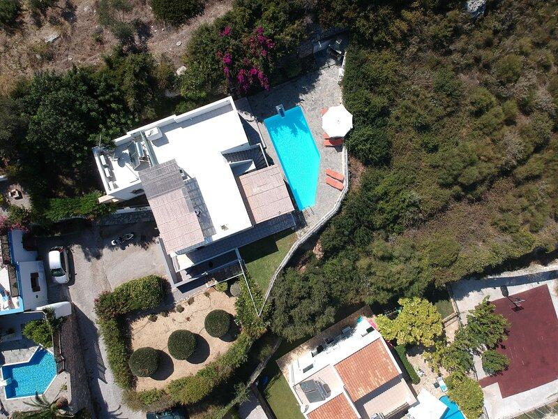 Luxury Villa in Agia Triada with Swimming Pool, holiday rental in Mesi