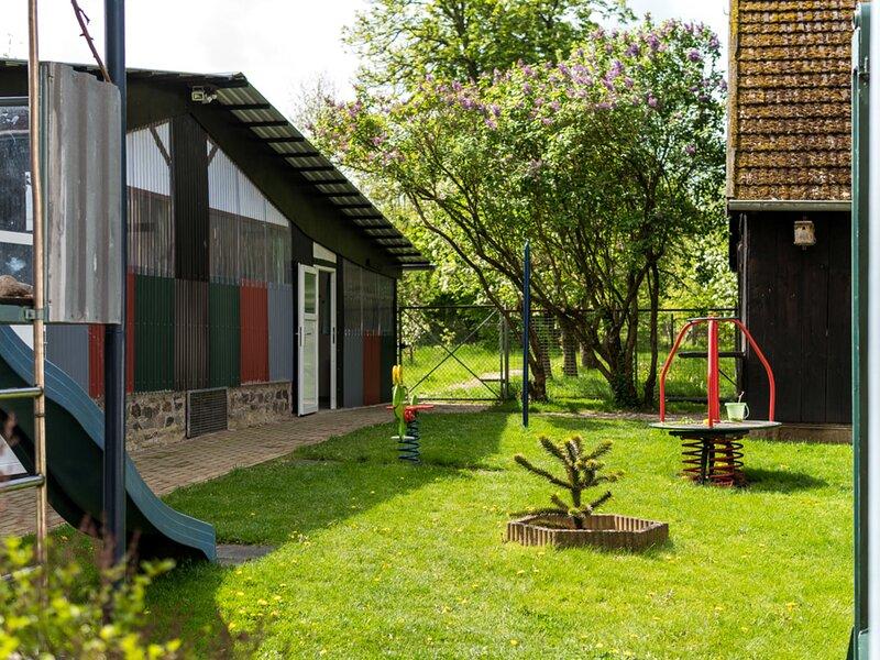 Urban Apartment in Pravtshagen with Garden, holiday rental in Hohen Schonberg