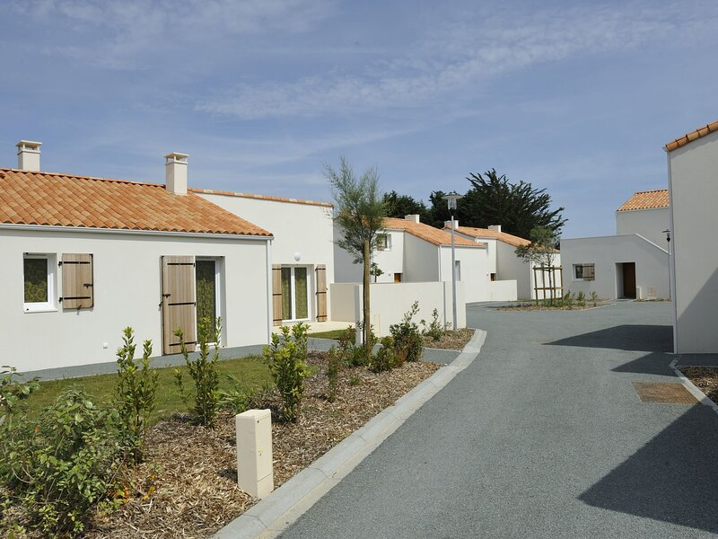 Neat house with dishwasher, near the beach of the Vendée, vacation rental in Vaire