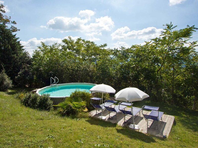 Sun-kissed Holiday Home in Acqualagna with Swimming Pool, alquiler vacacional en Bellaguardia