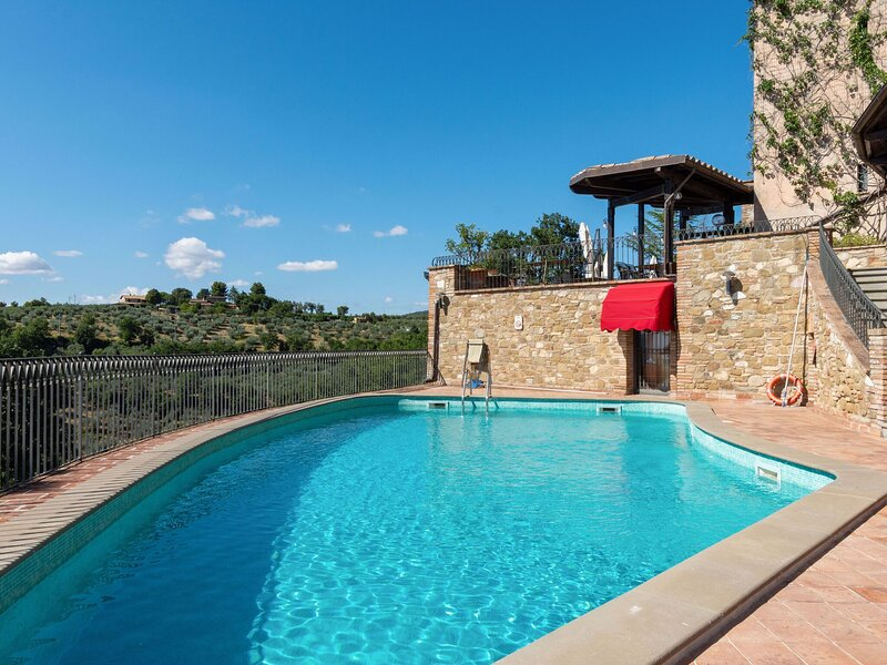 Regal Holiday Home in Collazzone with Sauna and Bar, vacation rental in Canalicchio