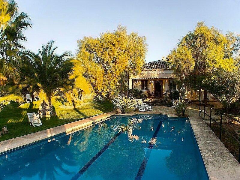Quaint Villa in Arriate near Nice Beach, alquiler de vacaciones en Setenil de las Bodegas