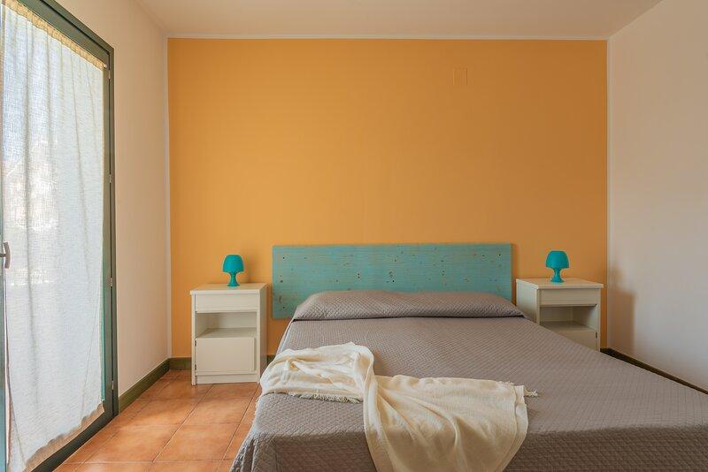 Appartamento Bilocale 4 persone I Mirti Bianchi, holiday rental in Capo Testa