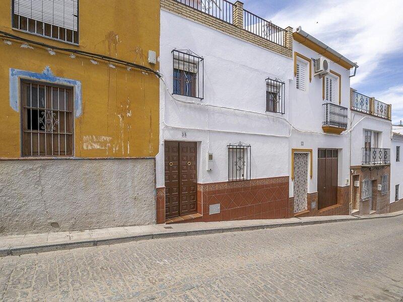 Hilltop Holiday Home in Villanueva de San Juan with Pool, alquiler vacacional en Morón de la Frontera
