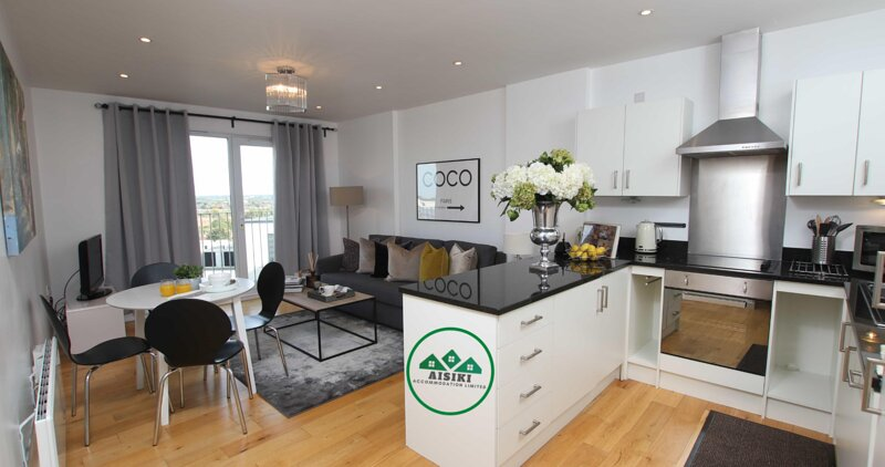 Stylish 2Bed/2Bath Flat with FREE secure parking, vacation rental in Northwood