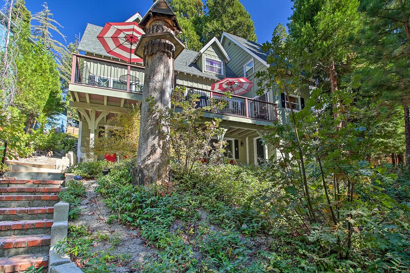 Waterfront Lake Arrowhead Home w/Balcony & Deck, alquiler de vacaciones en Cedar Glen