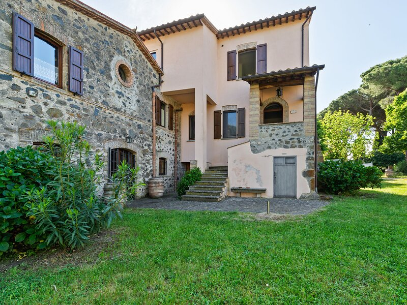 Delightful Holiday Home in Bolsena with Swimming Pool, casa vacanza a Castel Giorgio