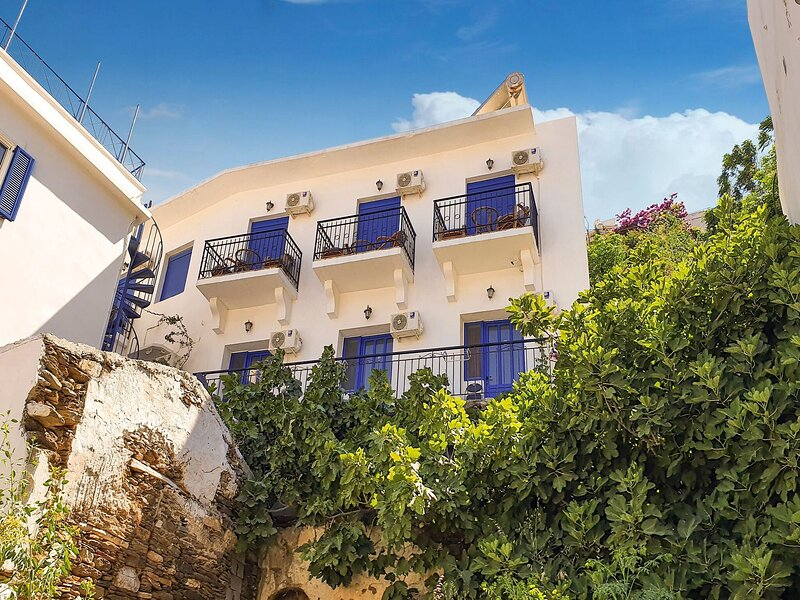 Dreamy Apartment in Therma with Garden near Beach, holiday rental in Kato Raches