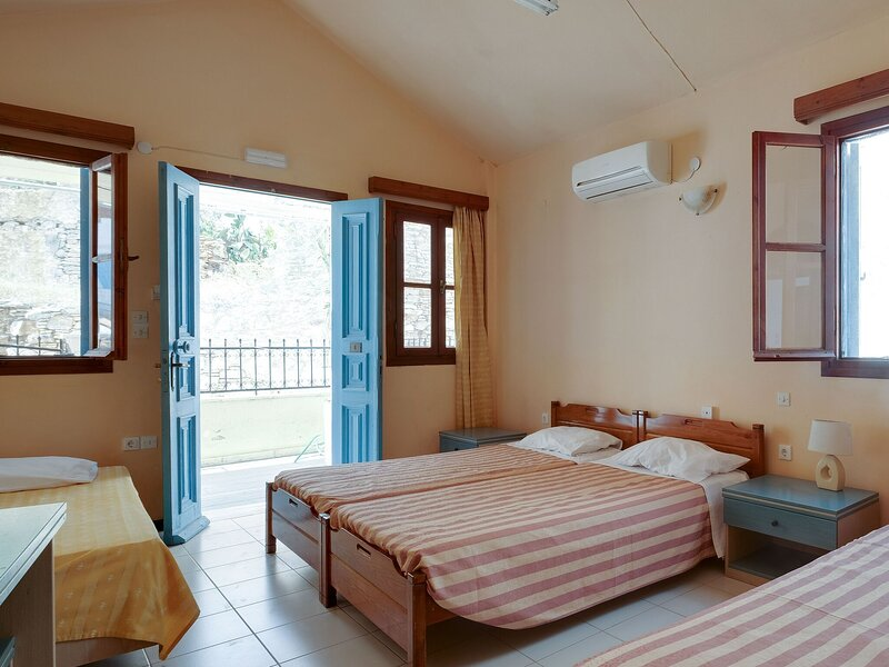 Pretty Holiday Home in Symi Island with Balcony, holiday rental in Ano Symi