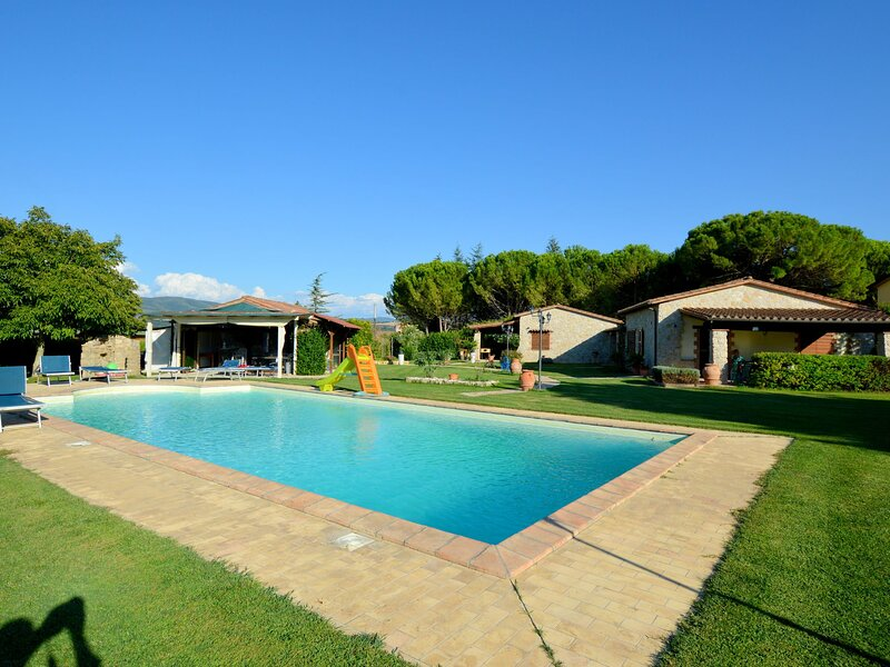 Modern Holiday Home in Marsciano with Private Pool, alquiler vacacional en Castello delle Forme