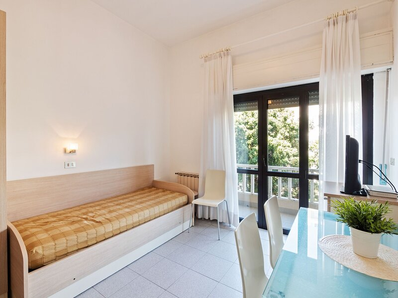 Alluring Apartment in Rimini with Balcony, holiday rental in Rivazzurra