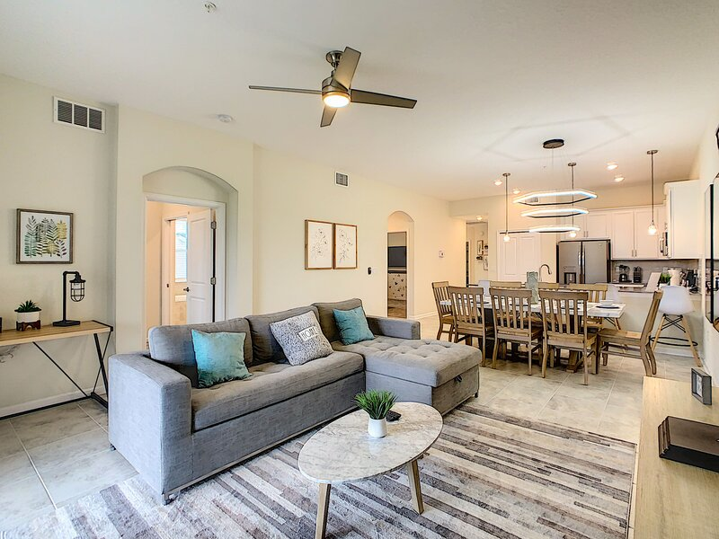 BOOK NOW!! INCREDIBLE NEW BRAND CONDO - Newly FURNISHED – semesterbostad i Four Corners
