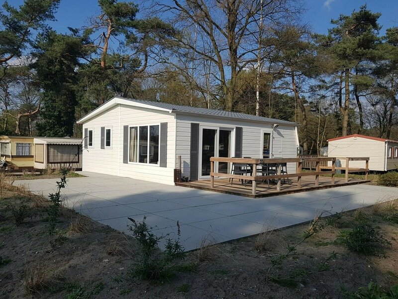Comfortable chalet with dishwasher in the green Kempen, vacation rental in Lommel