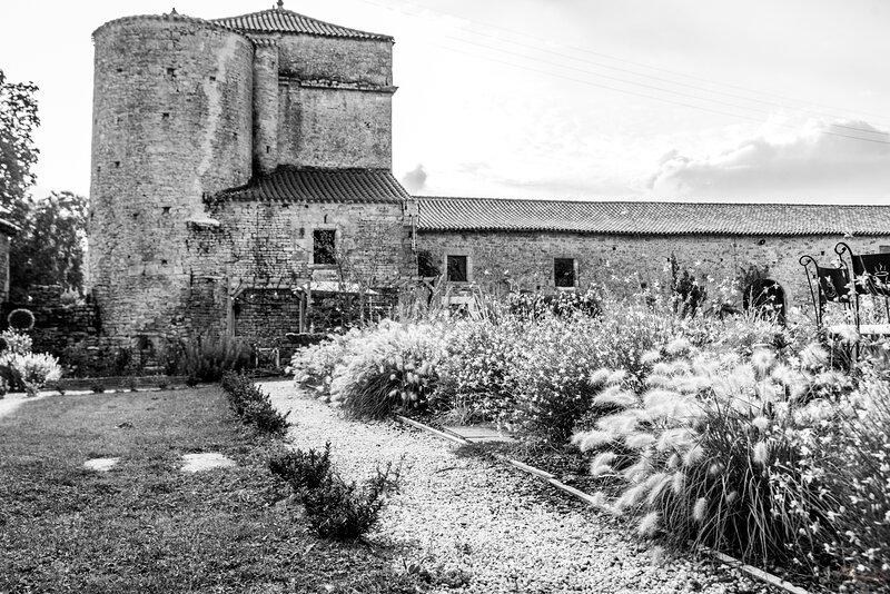Chambre Hôte et Salle de réception au Château de la Cressonnière, holiday rental in Mervent