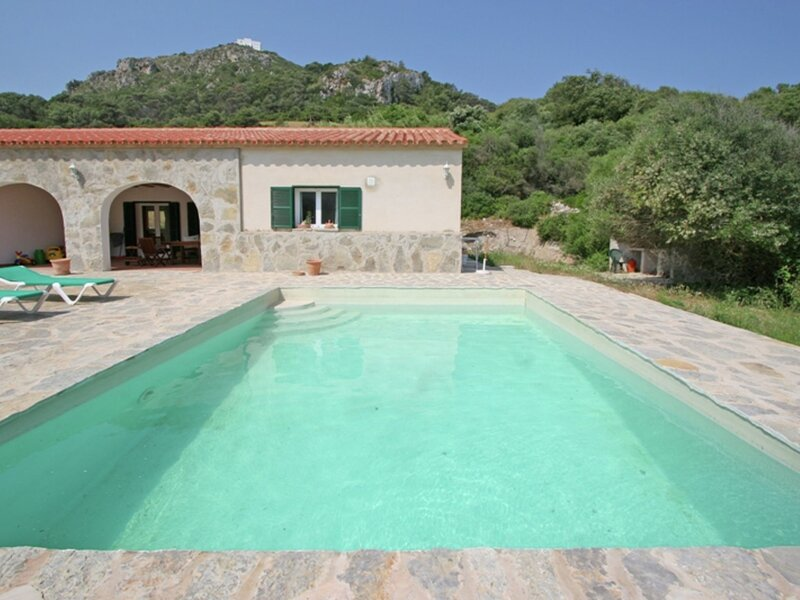 Holiday home with private swimming pool in the tranquility and nature of Menorca, vacation rental in Mercadal