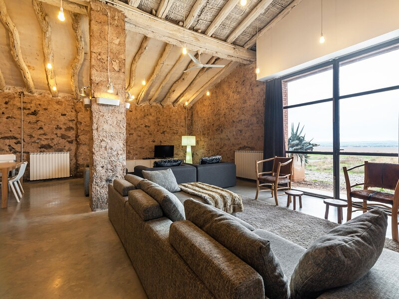 Rustic Cottage in Fraga with Private Garden, location de vacances à Faio