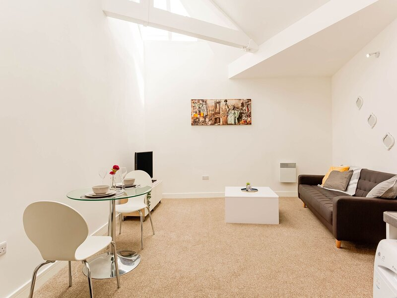 Pleasant Apartment in Bradford near University of Bradford, holiday rental in Guiseley