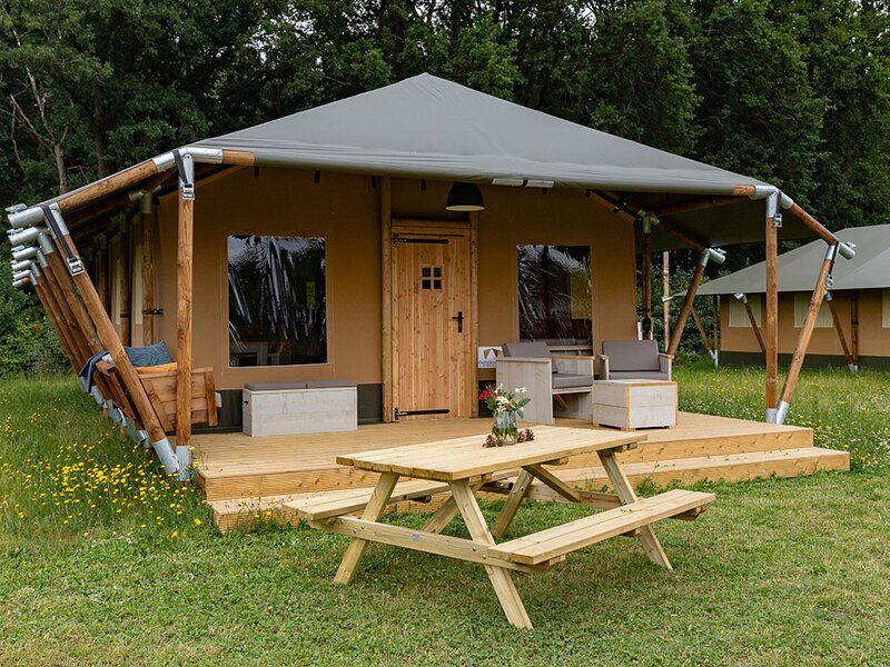 Alluring Tent Lodge in Alphen with Hot Tub and Garden, holiday rental in Merksplas