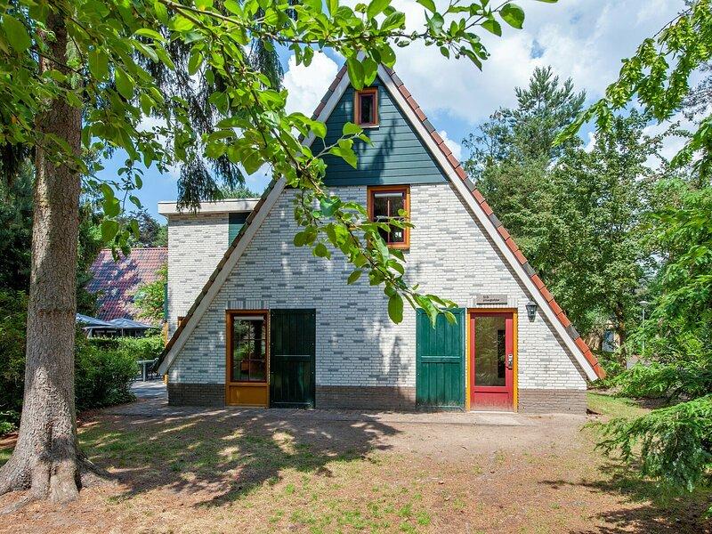 Spacious, restyled villa with sauna, surrounded by forest, Ferienwohnung in Prinsenbeek