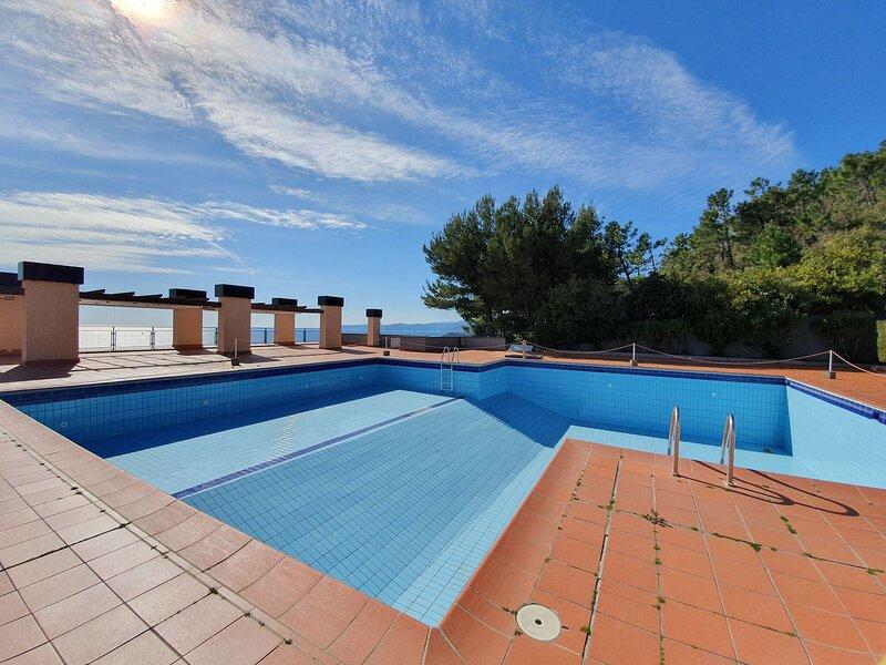 Splendid Apartment in Varazze with Swimming Pool, location de vacances à Sassello