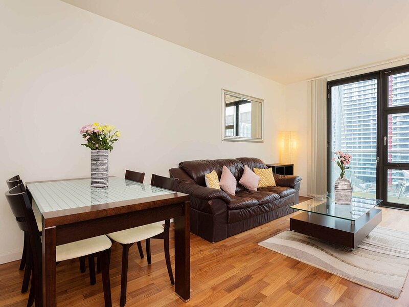 Attractive Apartment in London near Tower Bridge, holiday rental in Stratford City