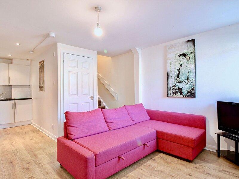 Alluring Apartment in Paisley near Barshaw Park, holiday rental in Lochwinnoch