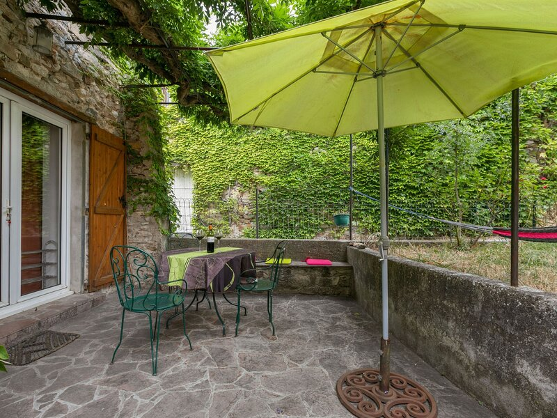 Idyllic Holiday Home in Félines-Minervois with Garden, location de vacances à Siran