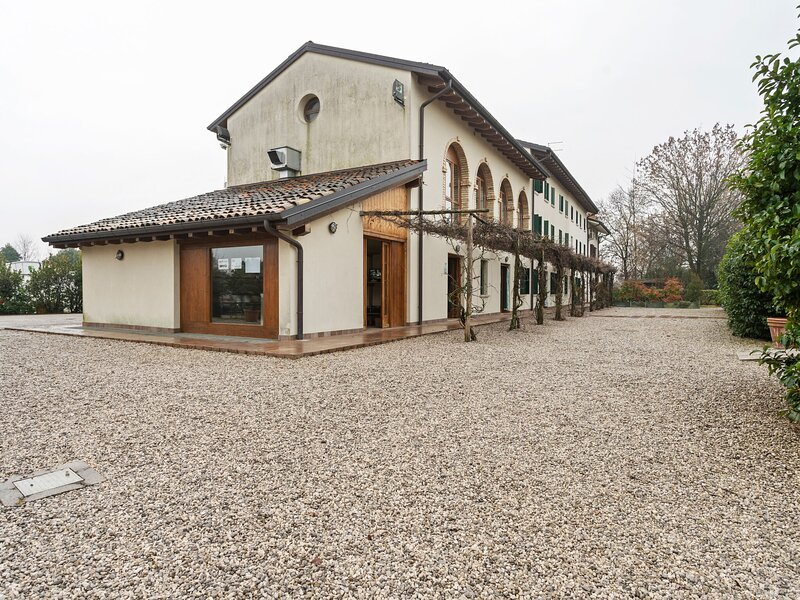 Pleasant Holiday Home in Sacile with Sauna, vacation rental in Aviano