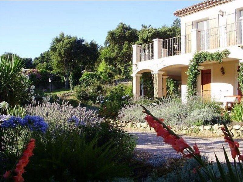 Captivating Villa in Le Plan-de-la-tour with Swimming Pool, vacation rental in Plan de la Tour