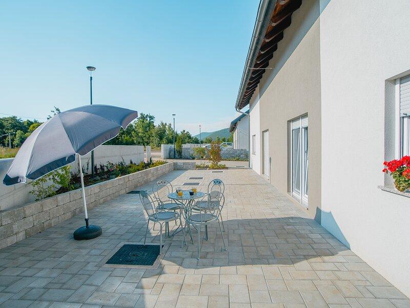 Lovely Holiday Home in Lovinac with Garden, aluguéis de temporada em Gracac