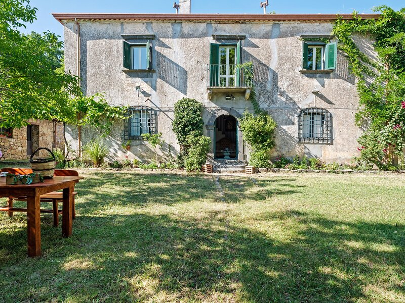 Inviting Cottage in Maniace with Private Garden, holiday rental in Santa Domenica Vittoria