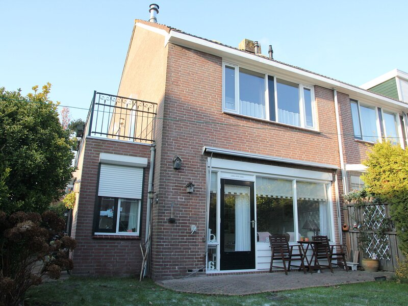 Modern Holiday Home in Monnickendam with Roofed Terrace, vacation rental in Zuiderwoude