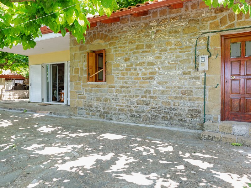 Secluded Holiday Home in Kalavrouza with Mountain Views,BBQ, vacation rental in Platanitis