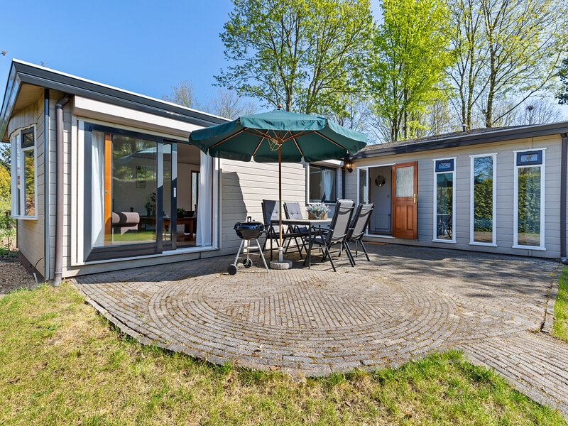 Modern Chalet in Garderen with Private Garden, vacation rental in Stroe