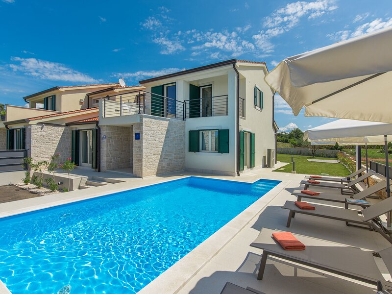 Holiday House  with private pool in a quiet location with garden and grill, holiday rental in Markovac