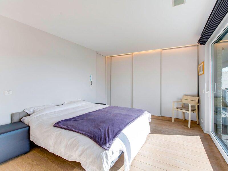 Elegant Apartment in Ieper with Sauna, holiday rental in Boezinge