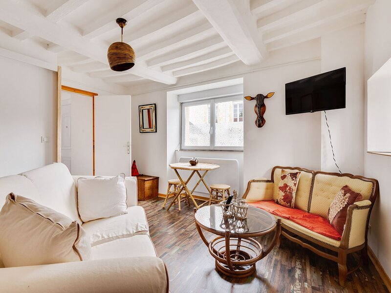 Welcoming Holiday Home in Sommervieu with Garden & Terrace, aluguéis de temporada em Nonant