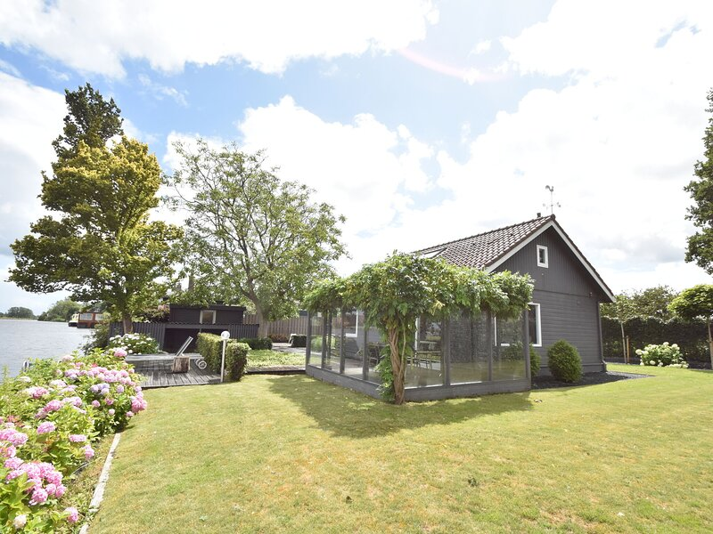 Splendid Holiday Home in Nigtevecht near Sea and Town Center, vacation rental in Loosdrecht